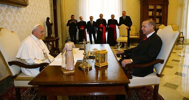 Cumhurbaşkanı Erdoğan ile Papa Franciscus bir araya geldi