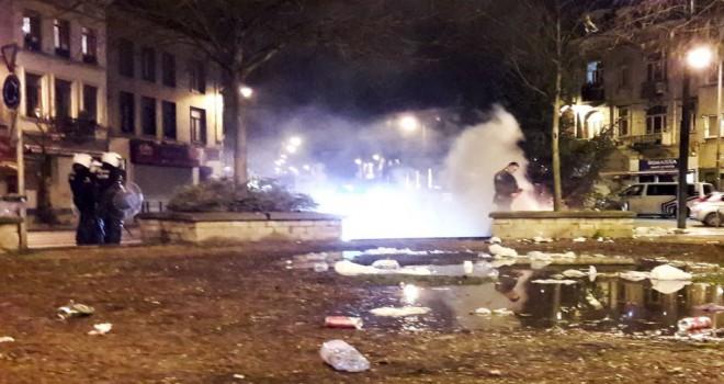 Yılbaşı gecesinde Molenbeek'te polis ve itfaiye taşlandı, Haren polis merkezine kundaklama girişimi