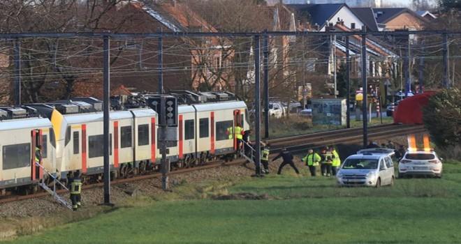 Zwijndrecht'de meydana gelen kazada 400 tren yolcusu tahliye edildi