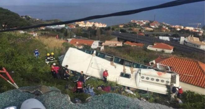 Portekiz'de tur otobüsü devrildi: 28 ölü