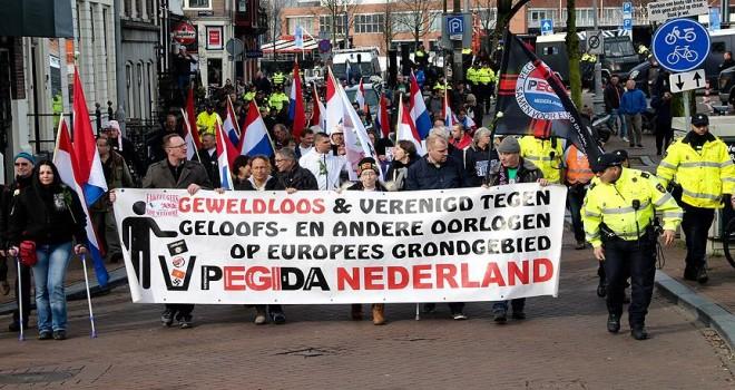 Amsterdam'da ırkçı PEGIDA yürüyüş düzenledi
