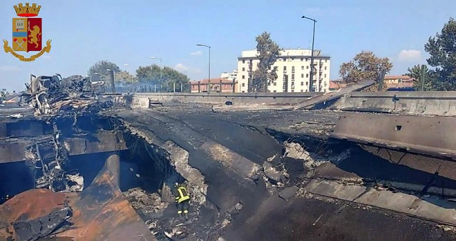 İtalya'da trafik kazası sonrası patlama: 2 ölü, 60 yaralı