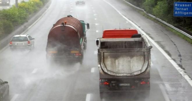 2019'dan itibaren, yağıșlı havalarda sollama yasağını ihlal eden tır şoförleri kayda alınacak
