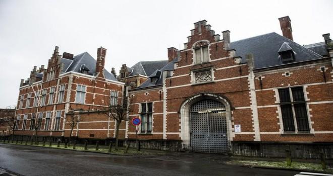 Vorst cezaevinden 22 gardiyan tutuklulara karşı görevini kötüye kullanmaktan yargılanıyor