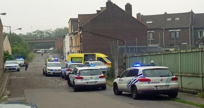 Aile kavgası çığrından çıktı: Charleroi'da eli bıçaklı saldırgan adam polis kurșunuyla öldürüldü