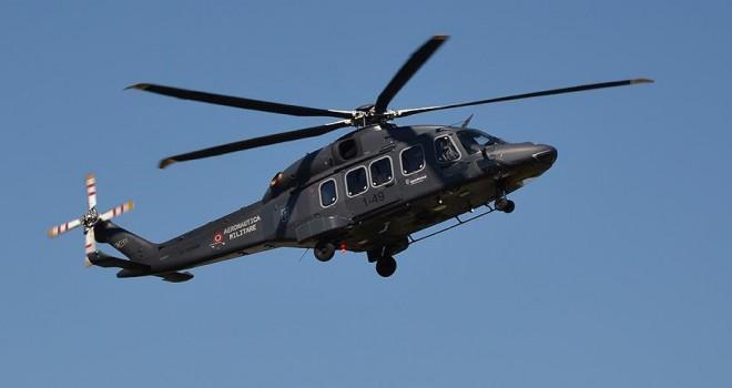 Pilot gösteri uçuşunda helikopterden düştü