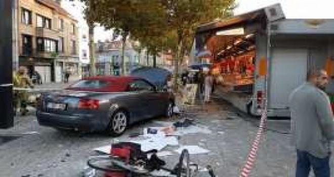 Gent şehrinde sarhoş sürücü aracı ile pazar yerine daldı, 1 kişi yaralandı