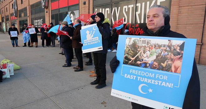 Uygur Türkleri Brüksel'de Çin'i protesto etti