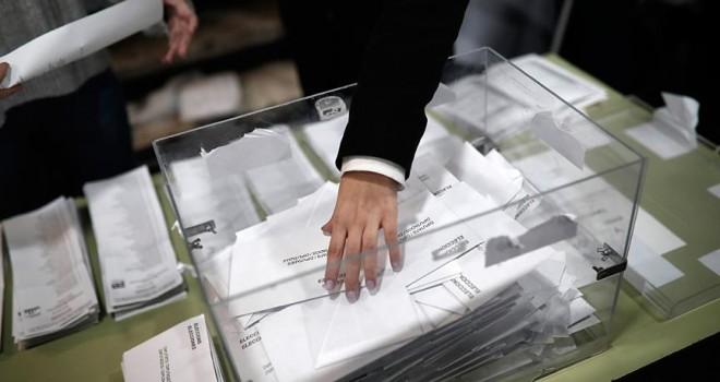 Katalonya'daki parlamento seçimlerini ayrılıkçılar kazandı
