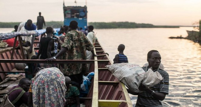 Nil'de gemi alabora oldu: 17 ölü