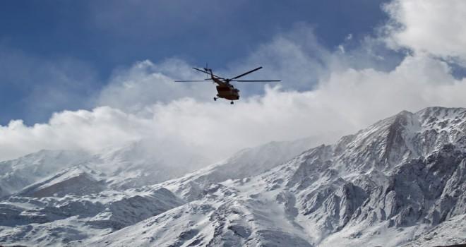 Arama kurtarma ekipleri düşen İran yolcu uçağının enkazına ulaştı