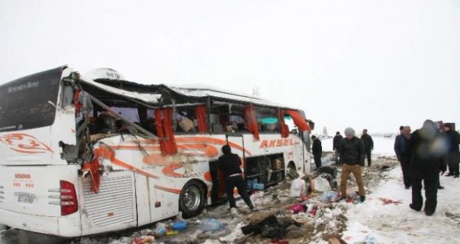 Afyonkarahisar'da Otobüs Kazası: 2'si Ağır, 35 Yaralı