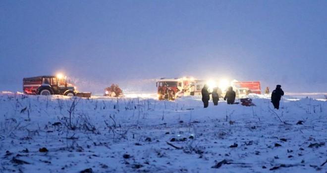 Rusya'da 71 kişiyi taşıyan yolcu uçağı düştü