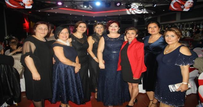8 Gönüllü Anne Derneği Cumhuriyet Bayramı ( VIDEO & GALERI FOTO )