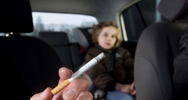 Çocukların bulunduğu otomobilde sigara içenlere 1000 avro ya kadar para cezası