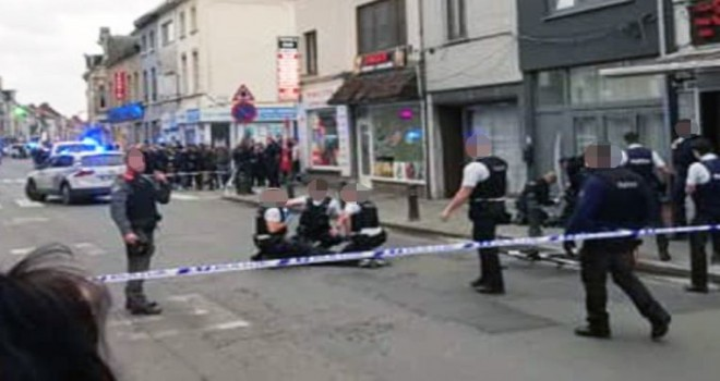 Gent'te polis kurșunuyla yaralanan eli bıçaklı saldırgan kișinin kadın olduğu duyuruldu
