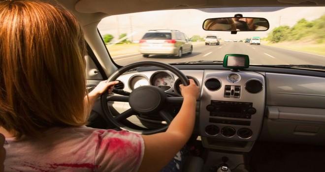 Kadınların erkeklerden daha iyi araç kullandığı tespit edildi