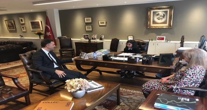 Büyükelçi Levent Gümrükçü, 23 Nisan Ulusal Egemenlik ve Çocuk Bayramı vesilesiyle makamını öğrenci Nil Su Öztürk'e devretti