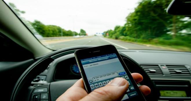 Direksiyon bașında cep telefonu kullanan sürücülere sürüş yasağı