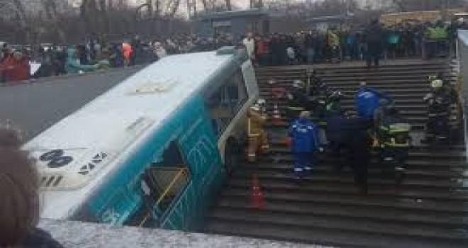 Rusya'da otobüs yaya tüneline girdi, en az 4 ölü ve 15 yaralı