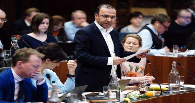 Gent Belediye Meclisi başörtüsü yasağına 'Hayır' dedi