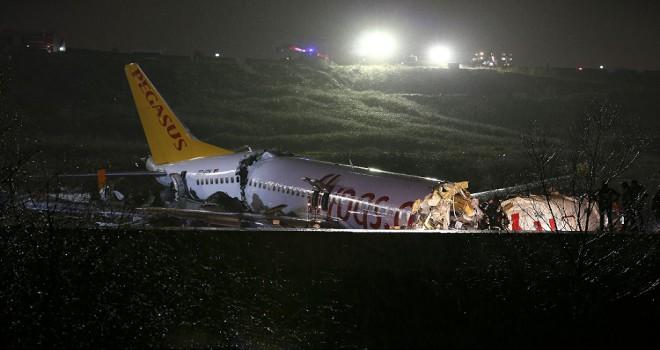 Pistten çıkan yolcu uçağı neden 3'e ayrıldı?
