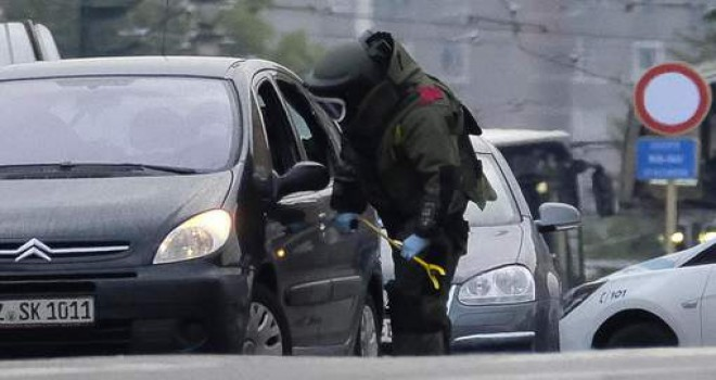 Brüksel-Molenbeek'de bomba alarmı