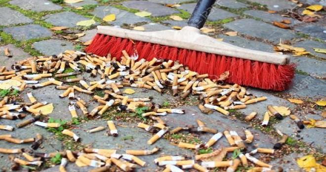 Gent'te,  kafe önlerinde çok fazla sigara izmariti bulunan ișletmecilere para cezaları verildi