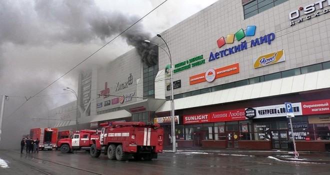 Rusya'da AVM'de yangın: 64 ölü