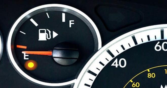 Yakıt ışıgı yandıktan sonra daha kaç km yol gidilir?