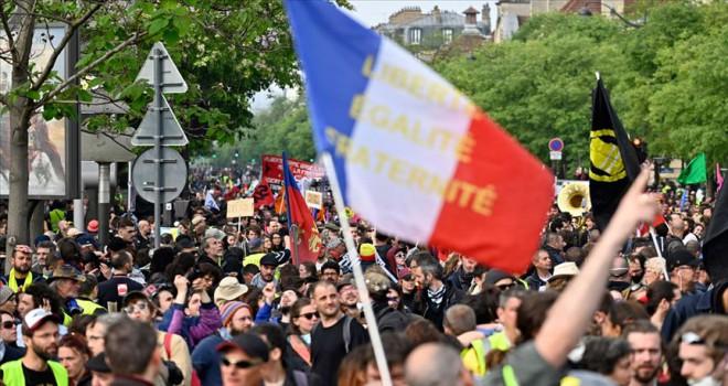 Fransa'da sarı yelekliler gösterilerin 43. haftasında sokaklarda