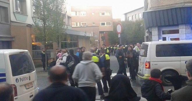 PKK'lılar Anvers'de bir otobüs dolusu gurupla gelerek Türk mahallesini bastılar, yaralılar var