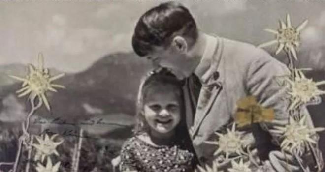 Hitler'in Yahudi kızla çekilmiş imzalı fotoğrafı açık artırmada 9700 avro ya satıldı