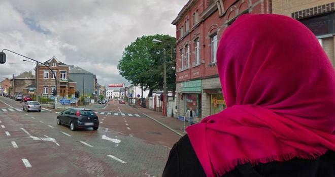 Müslüman kıza (19) ırkçı saldırı: başörtüsünü ve giysilerini çıkarıp vücuduna kesici aletle haç çizdiler