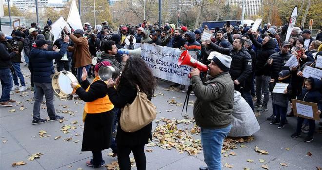 Brüksel'de mülteciler oturum izni için gösteri düzenledi