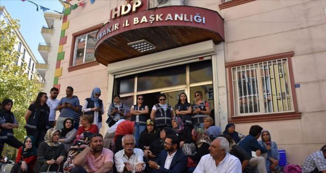 Evlatları için nöbet tutan Diyarbakır annelerine destek