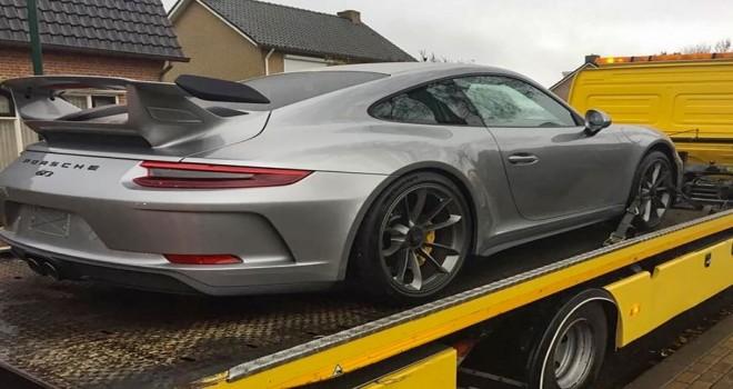 Hollanda'da yeraltı dünyasının pahalı Porsche, Mercedes ve Harley Davidson'lara el konuldu