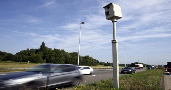Aşırı hız yapan sürücülerin kabusu: Belçika polisi, hız ihlallerini 600 metre uzaklıktan kaydedecek