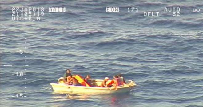 Kaybolan feribotun yedi yolcusu Pasifik Okyanusunda filika da bulundu