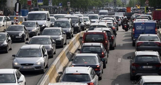 Brüksel'de aşırı hava kirliliği yaratan araçları reddediyor: Kurallara uymayanlara 350 euro para cezası