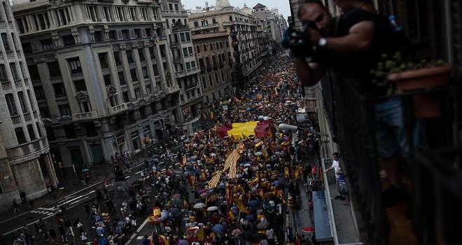 Katalonya'da referandum karşıtı gösteri