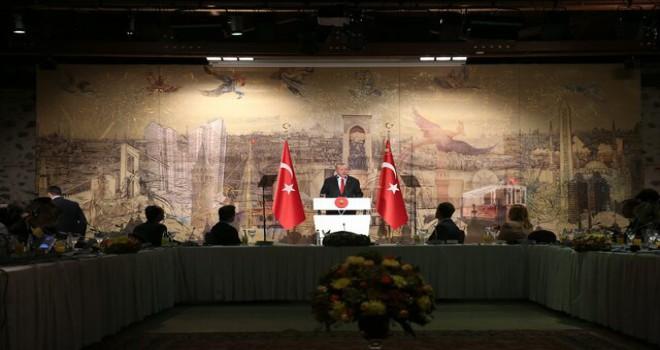 Cumhurbaşkanı Erdoğan, Dolmabahçe'de yabancı basın mensuplarıyla bir araya geldi