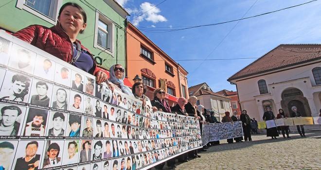 Srebrenitsalı annelerden Dodik'e verilen plakete tepki