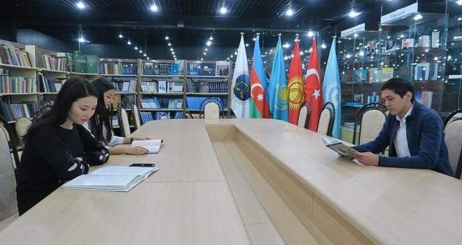 Astana'daki Türk Kütüphanesi nadir kitaplarıyla Türkologların ilgi odağı