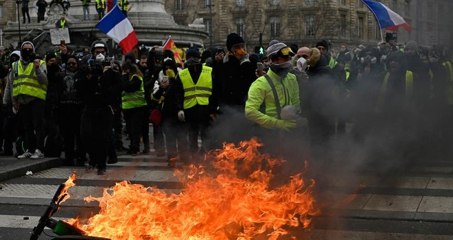 Fransa Sağlık Bakanı Buzyn: Sarı yeleklilerin gösterileri bitmeli