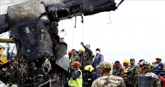 Bangladeş yolcu uçağı Nepal'de düştü: 50 ölü