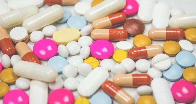 Her iki kişiden biri başkasına ilaç öneriyor