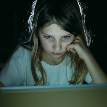 'Çocuklarınızı sanal alemde yalnız bırakmayın'